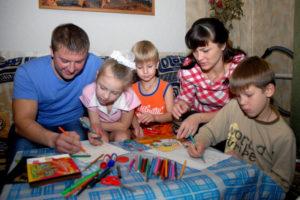 Более 1,8 тыс. детей в Подмосковье находятся на семейном обучении
