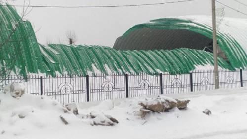 На обрушившейся кровле катка в Истре проводили работы по чистке снега