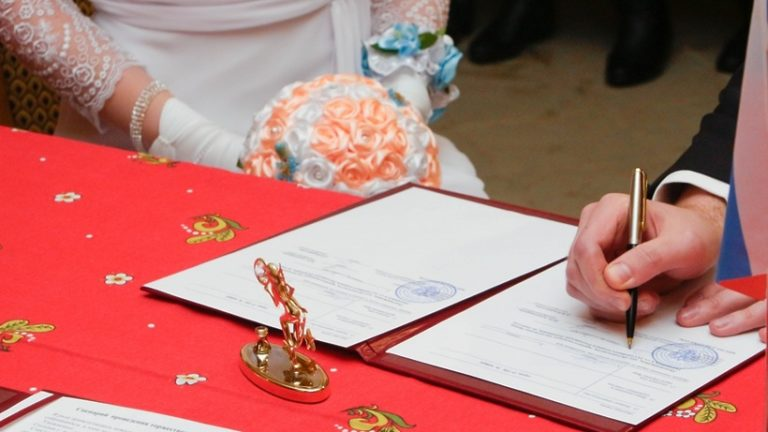 Около 500 свадеб сыграют в Подмосковье на мартовские праздники