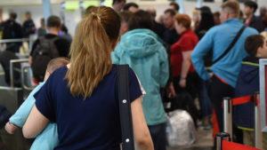 Более 50 рейсов отменили и задержали в московских аэропортах после снегопада