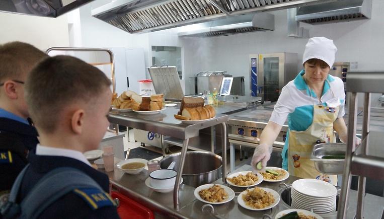 «Невкусно!» — Так говорит большинство подмосковных школьников про питание в столовых.