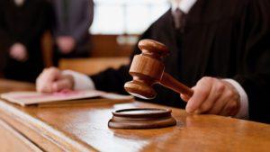 Троих полицейских осудили за кражу планшета и телефона в Подмосковье